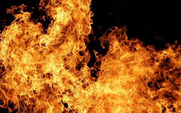Мужчина достаточно серьезно пострадал впожаре в личном доме вДзержинске