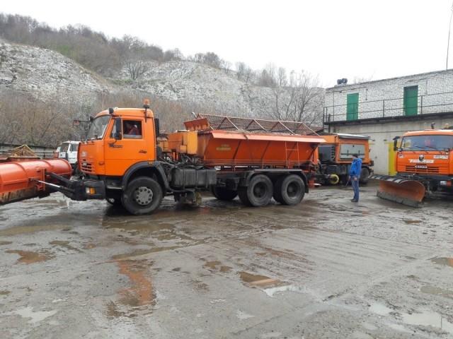 Нанижегородские дороги вышла техника для обработки проезжей части отгололеда