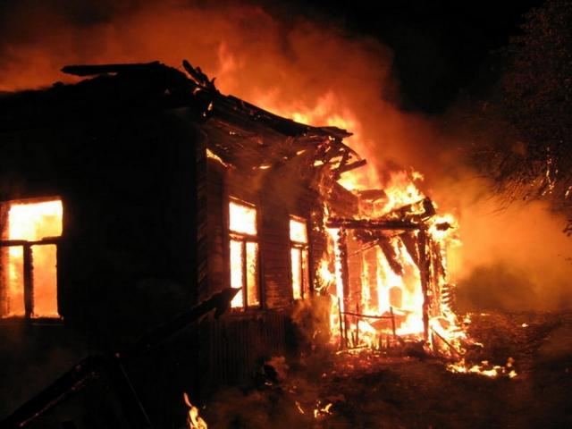 Три человека погибли впожаре  в личном  доме вВачском районе