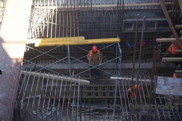 Генподрядчик погасил долг по заработной плате перед строителями станции метро «Стрелка»