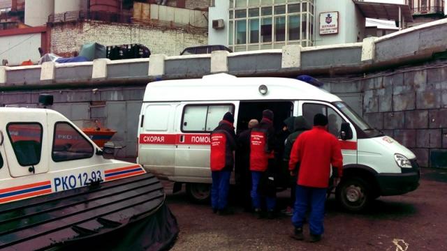 Cотрудники экстренных служб эвакуировали изРождествено мужчину иженщину синсультом