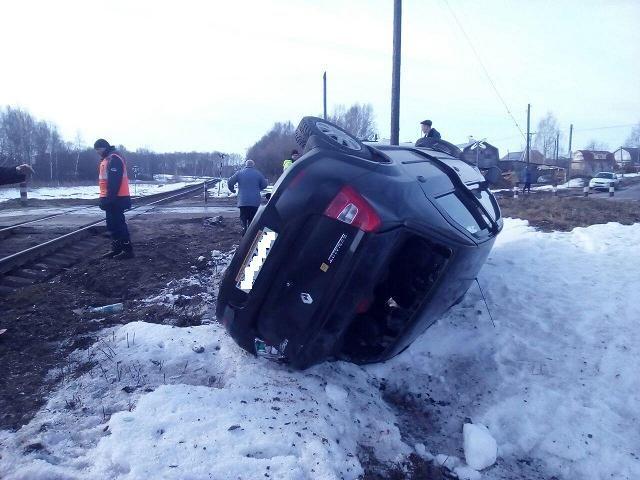 ВНижегородской области поезд протаранил легковую машину