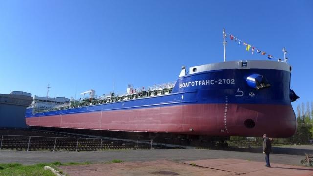 Сормовские судостроители спустили наводу новый танкер вНижегородской области