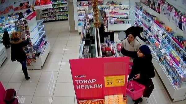 3-х  женщин разыскивают закражу косметики измагазина вГородце