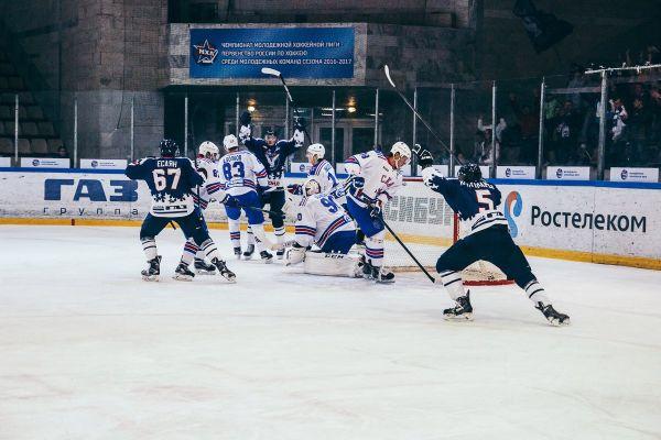 Хоккеисты «Чайки» обыграли питерский «СКА-1946» впервом матче выездной серии