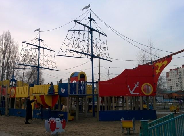 Детскую площадку Водяновой вНижнем Новгороде закроют из-за угрозы крушения