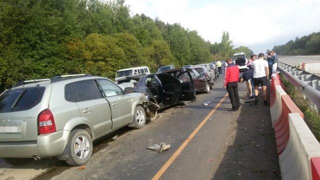 ВБашкирии случилось массовое ДТП: натрассе столкнулись шесть авто